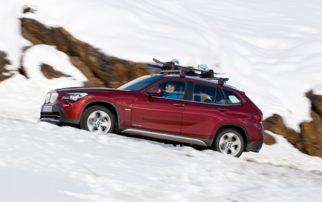 2012 BMW X1 Xdrive28i Side In Motion 660x413