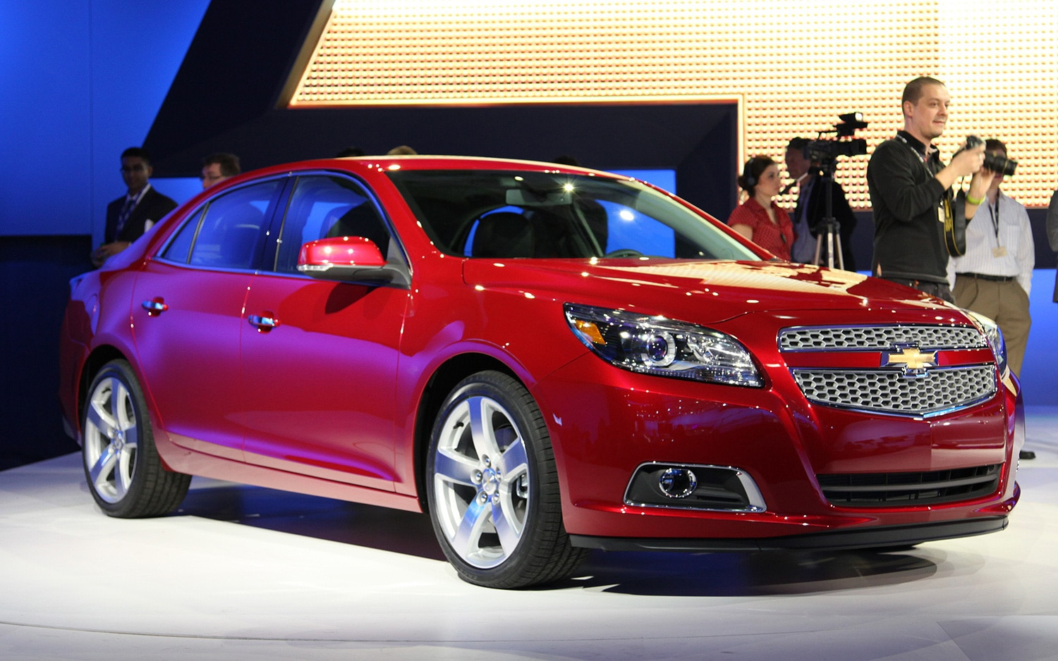 2012 Chevrolet Malibu Front Three Quarters View1