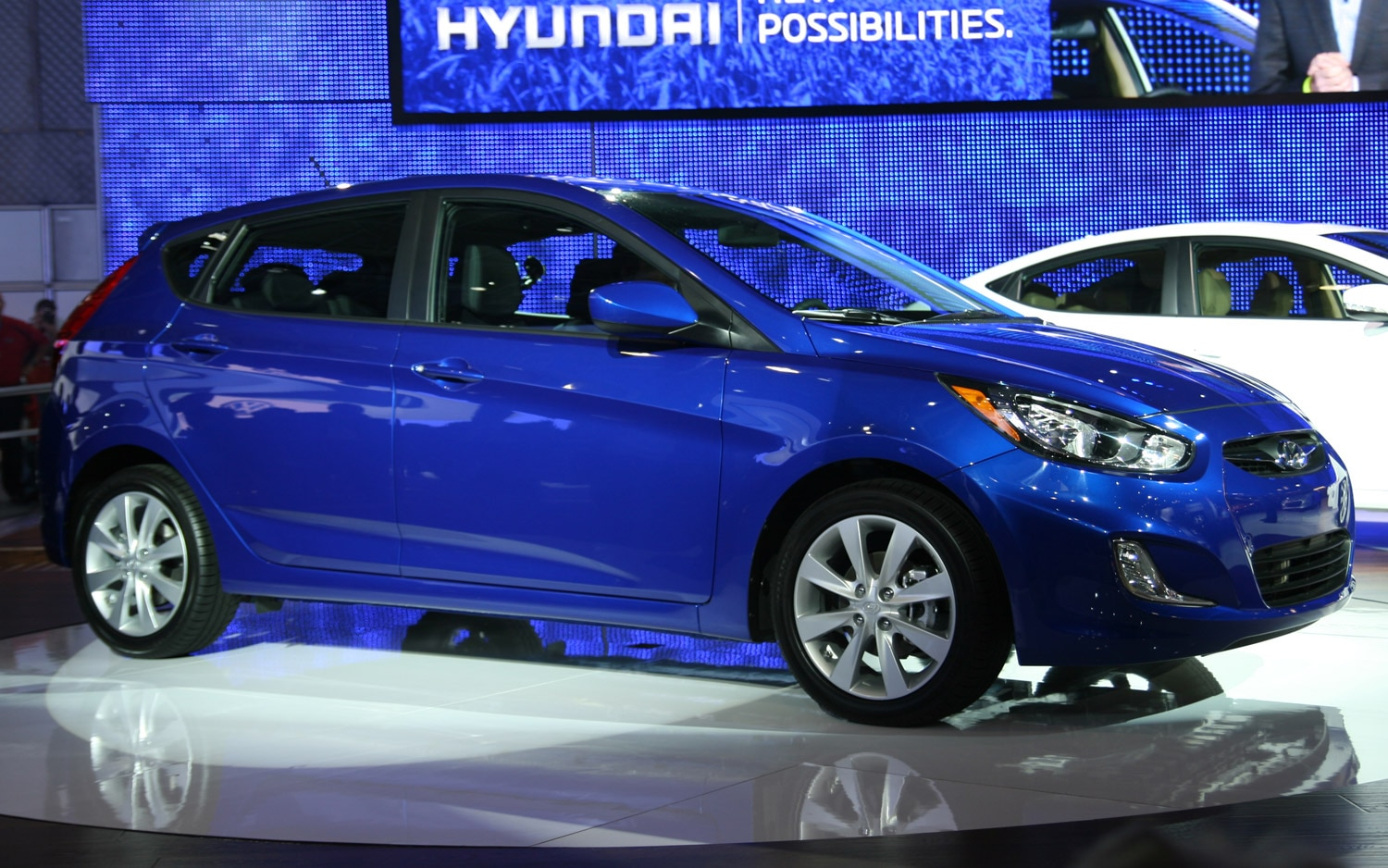 2012 Hyundai Accent Right Front Three Quarter