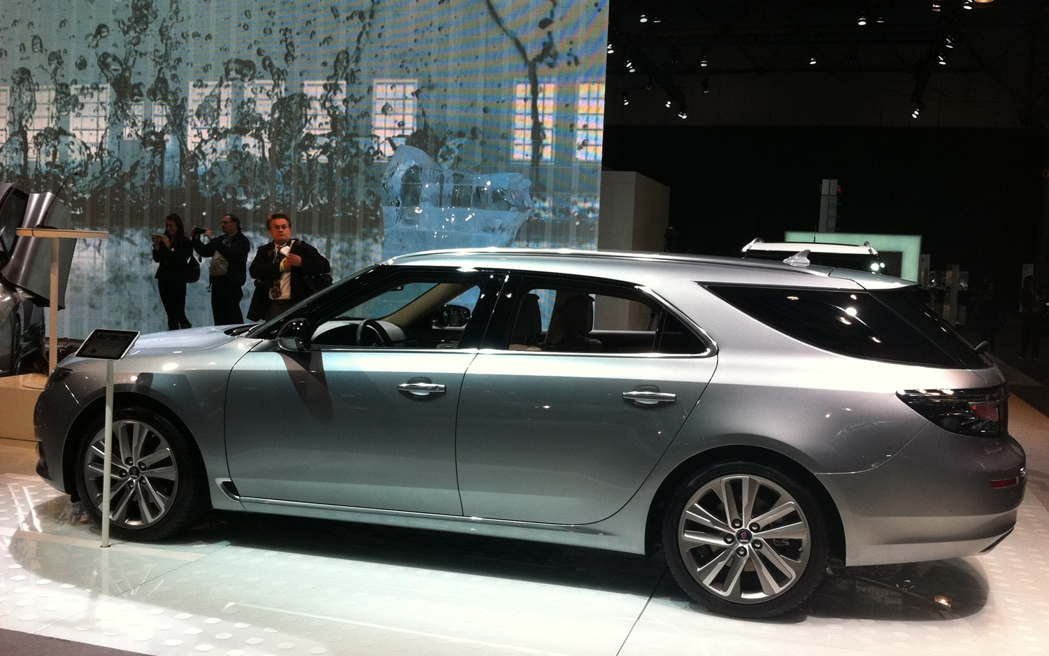 new york 2011 2012 saab 9 5 sportcombi 9 3 independence edition and phoenix concept. Black Bedroom Furniture Sets. Home Design Ideas
