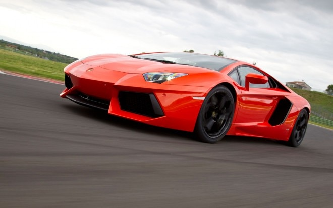 Lamborghini Aventador Left Side View Motion1 660x413