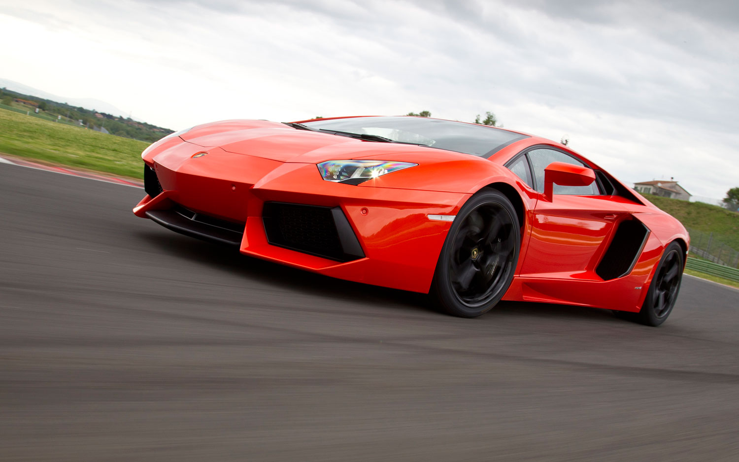 Lamborghini Aventador Left Side View Motion1