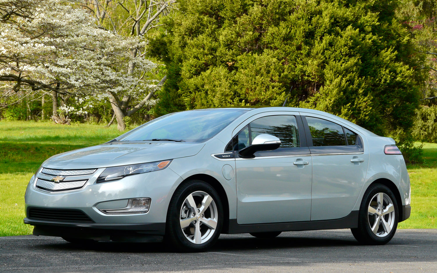 2011 Chevrolet Volt Front Left Side View2