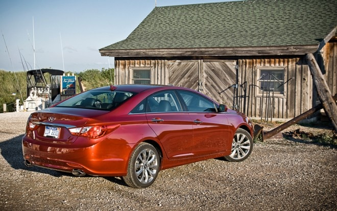 2011 Hyundai Sonata SE Rear Three Quarters1 660x413