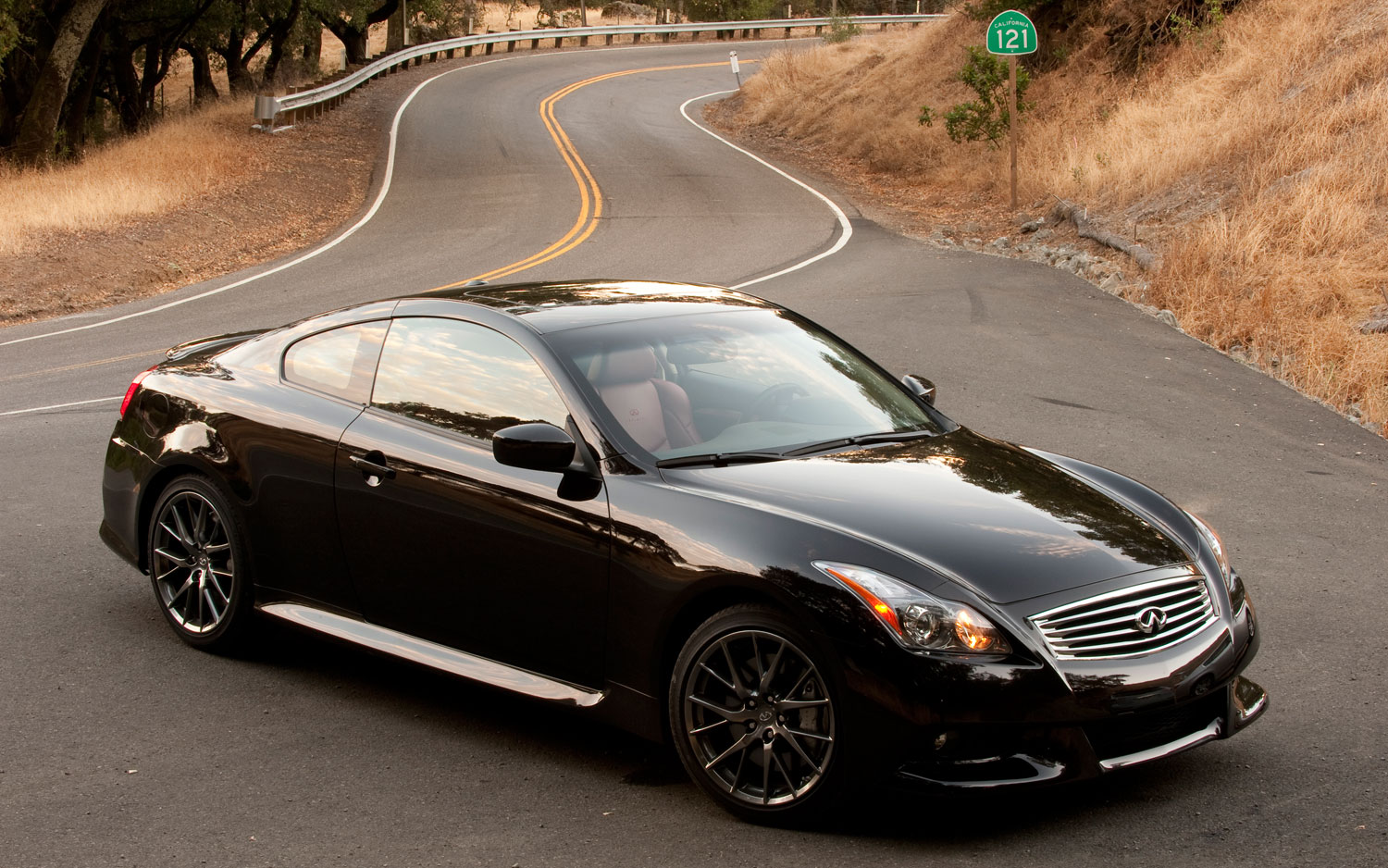 2011 Infiniti G37 Coupe Ipl Front Right View Parked1