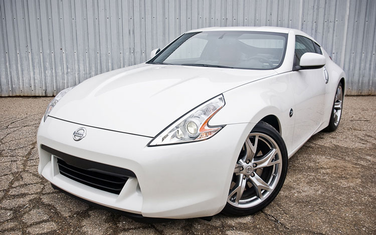 2011 Nissan 370z Front Left Side View Parked1