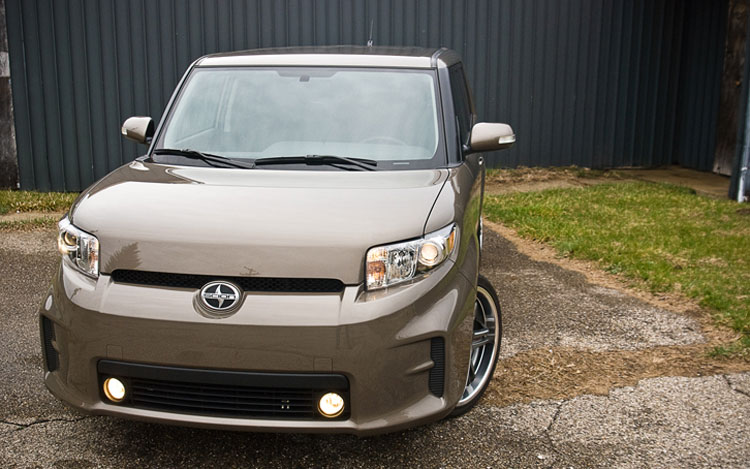 2011 Scion Xb Front View1