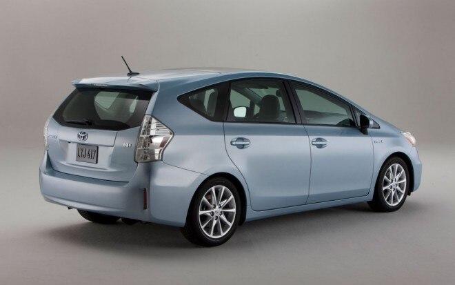 2011 Toyota Prius V Passenger Rear11 660x413