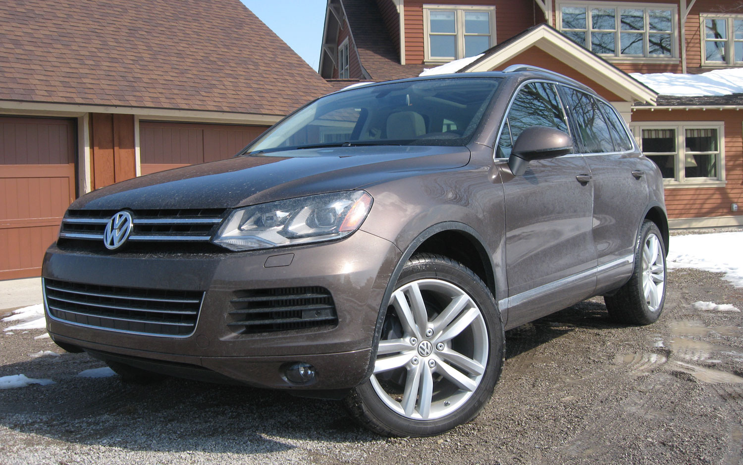 2011 Volkswagen Touareg Tdi Executive Front Left View1