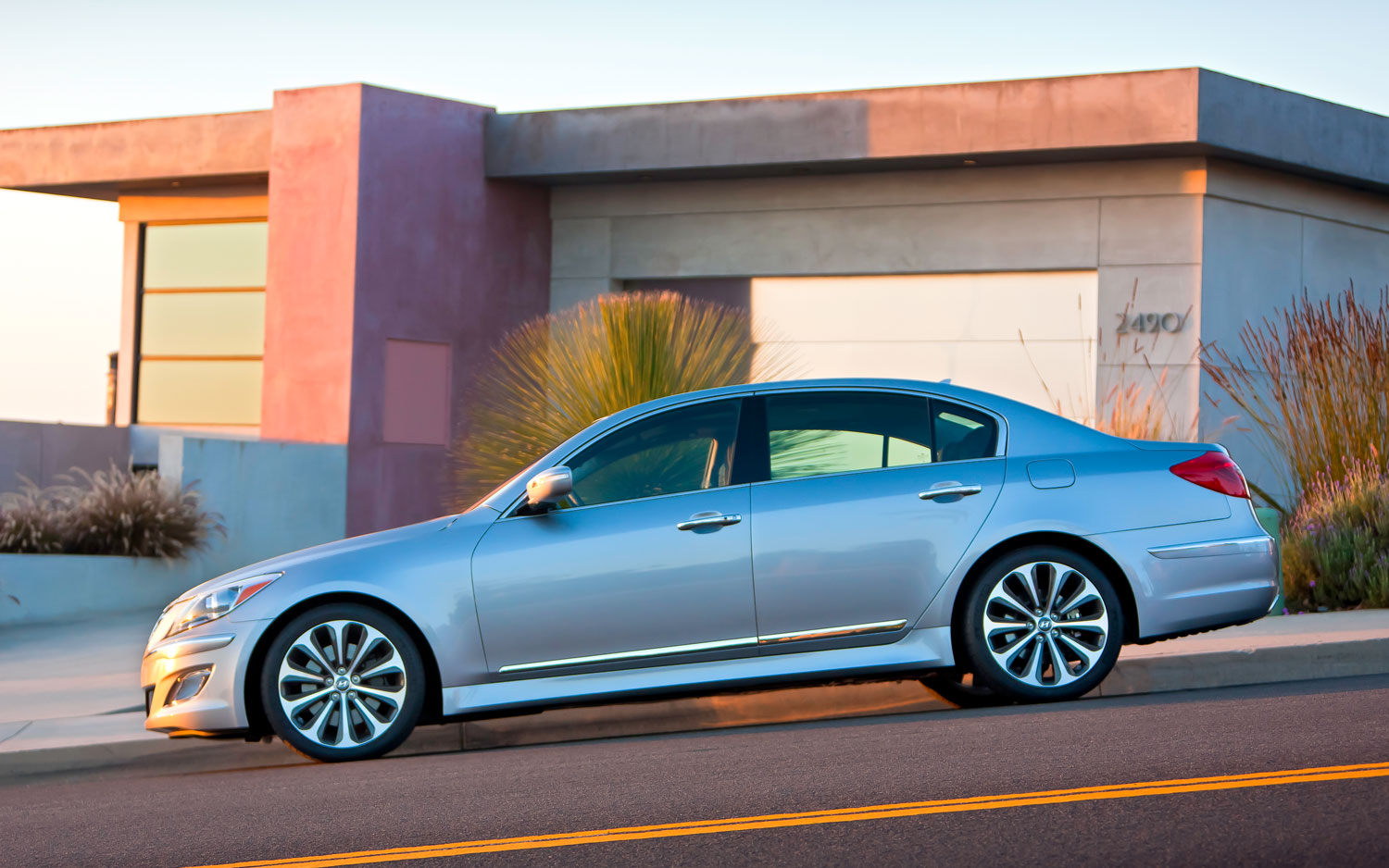 2012 hyundai genesis prices rise slightly r spec model starts at 47 350. Black Bedroom Furniture Sets. Home Design Ideas