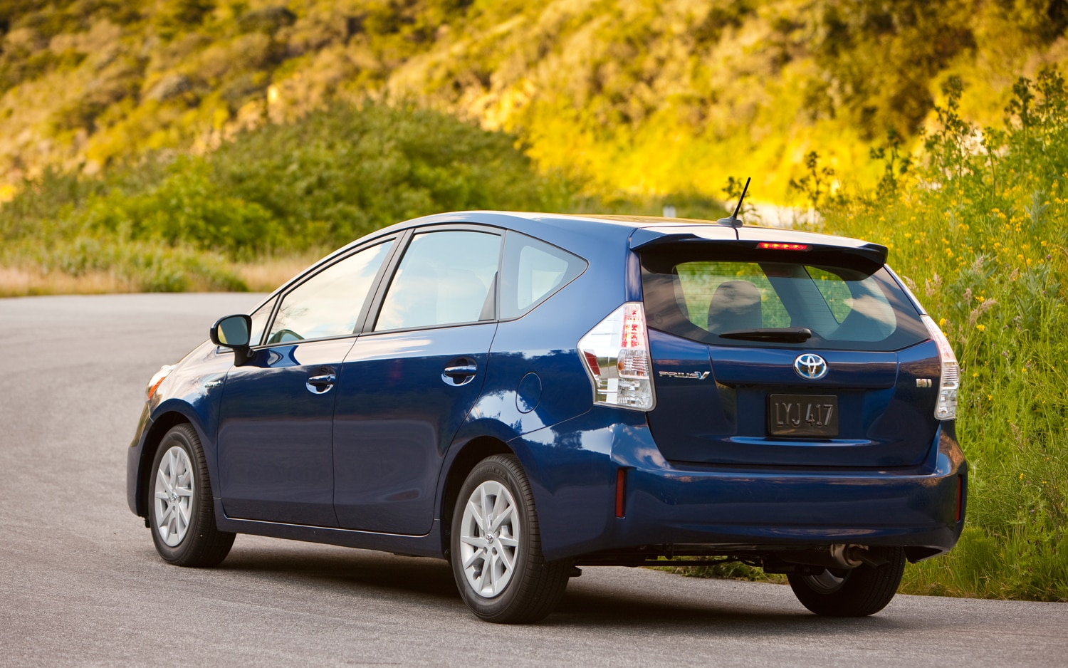 2012 toyota prius v first drive automobile magazine. Black Bedroom Furniture Sets. Home Design Ideas