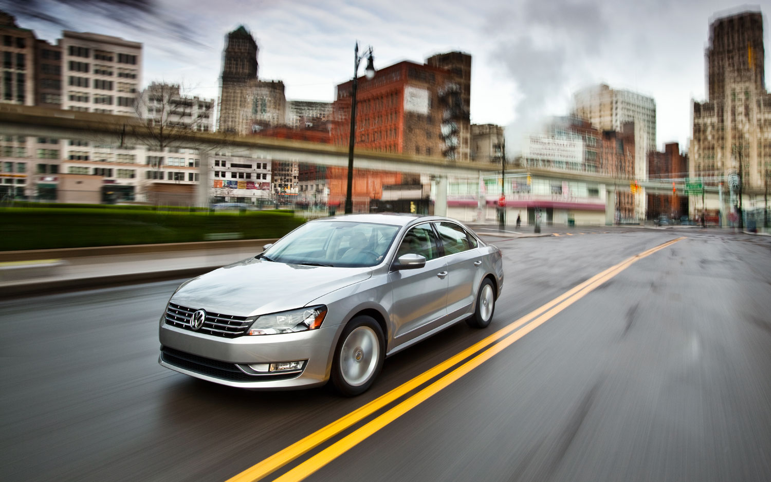 2012 Volkswagen Passat Left Side View2