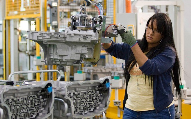 GM Toledo Powertrain Plant Investment Employee1 660x413
