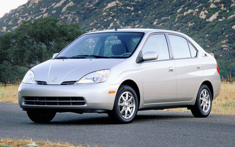 2001 Toyota Prius Front Three Quarter1
