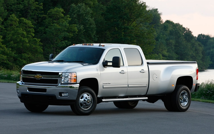 2011 Chevrolet Silverado 3500 HD Front Three Quarters2
