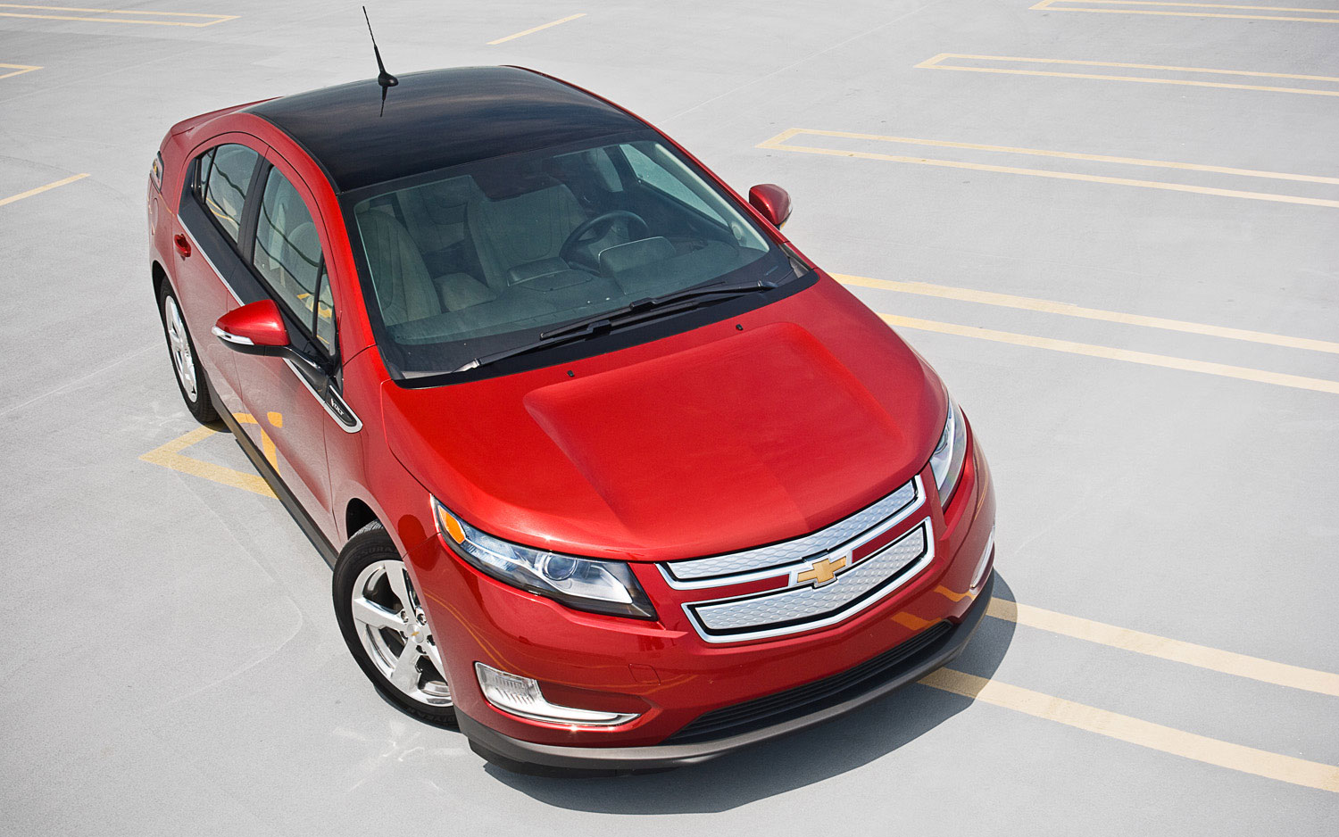 2011 Chevrolet Volt Front Right View Parked1