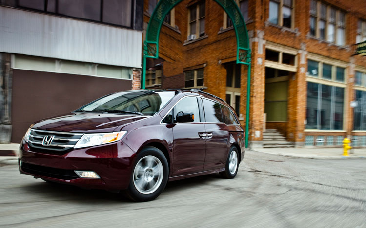 2011 Honda Odyssey Touring Elite Front Left View