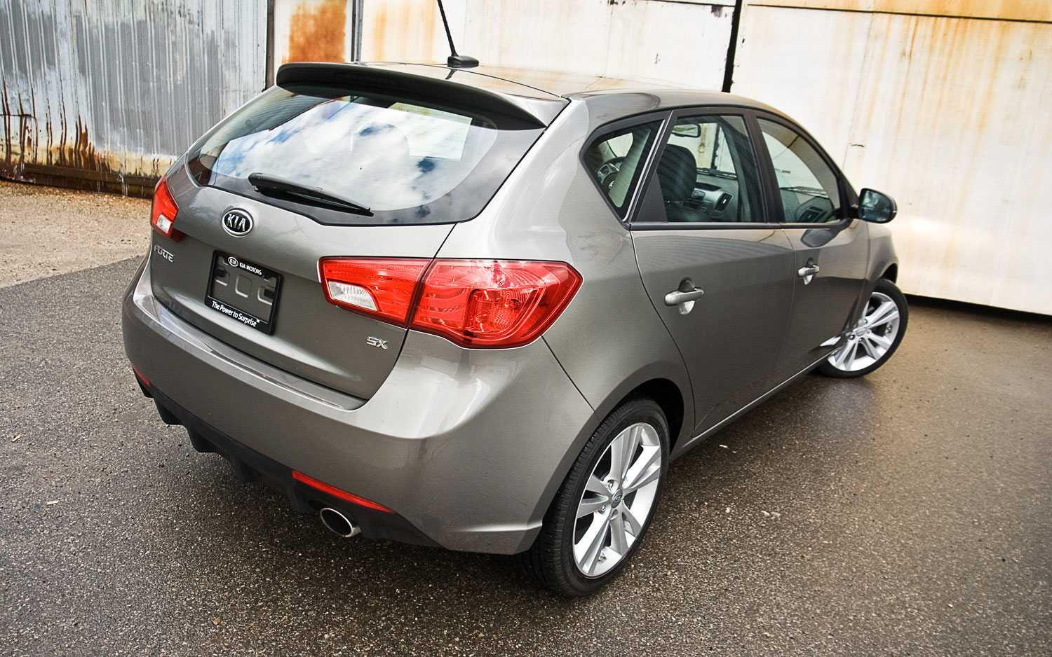 2011 kia forte sx 5 door editors 39 notebook automobile magazine. Black Bedroom Furniture Sets. Home Design Ideas