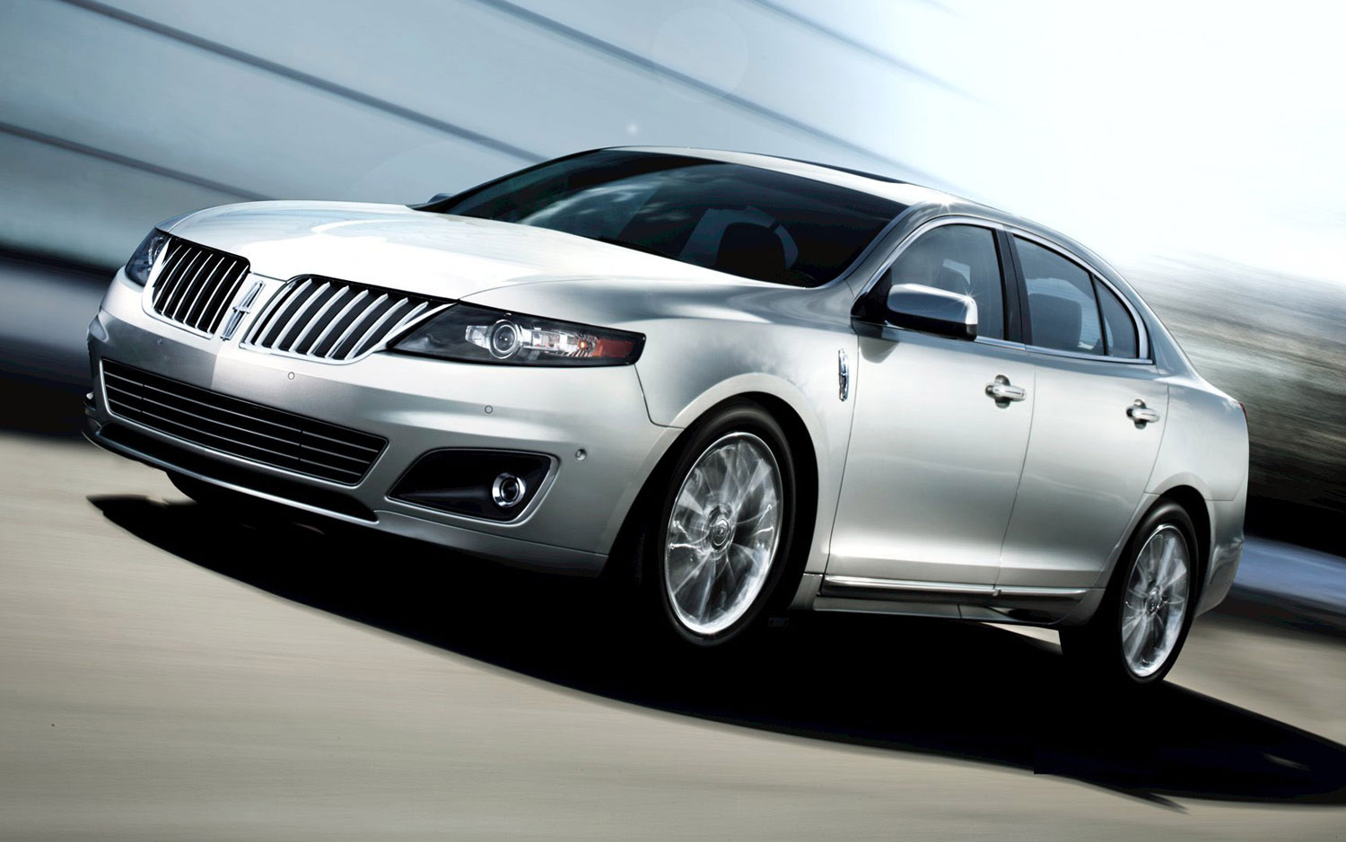 2011 Lincoln Mks Front Three Quarter1