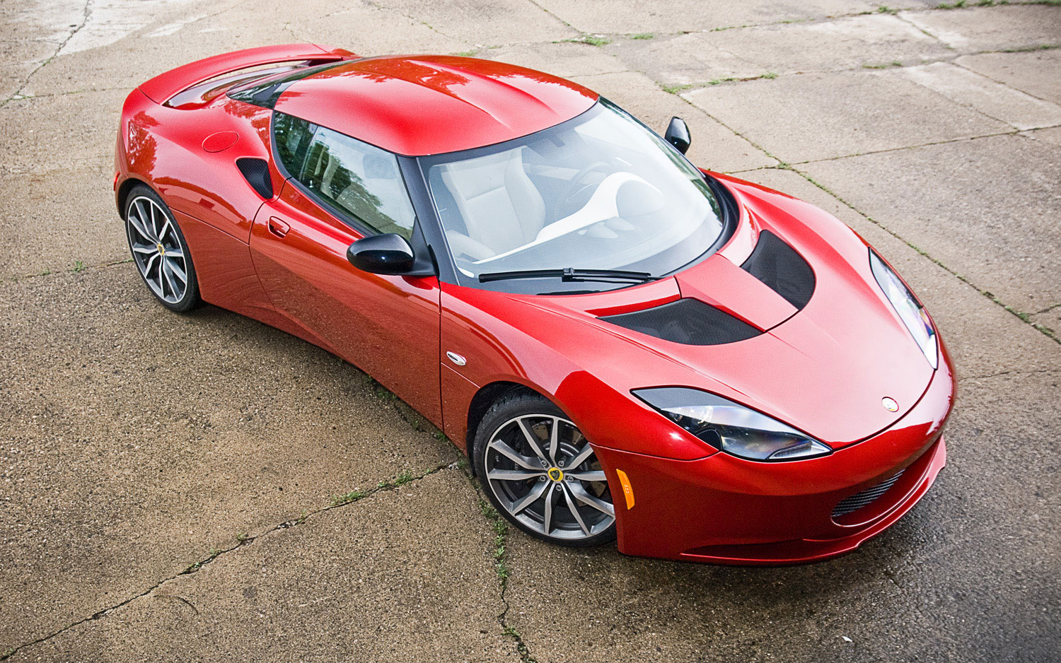 http://st.automobilemag.com/uploads/sites/11/2011/06/2011-lotus-evora-s-front-right-side-view-parked.jpg