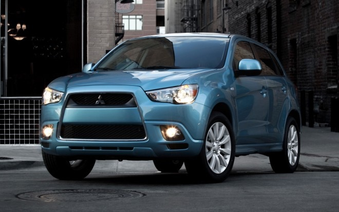 2011 Mitsubishi Outlander Sport Front Three Quarter1 660x413