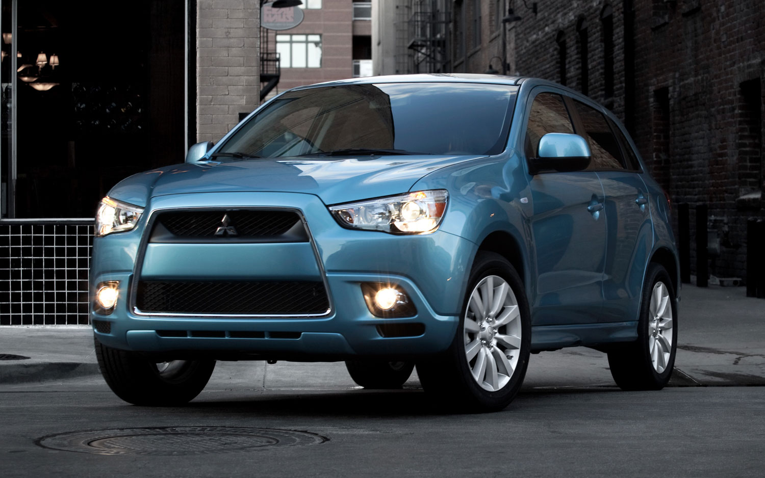 2011 Mitsubishi Outlander Sport Front Three Quarter1