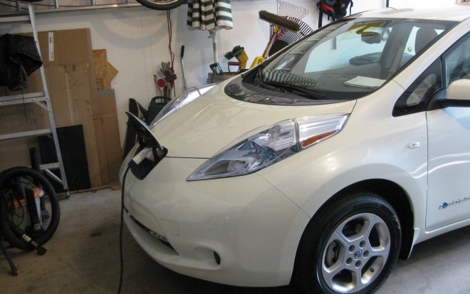 2011 Nissan Leaf Charging6 660x413