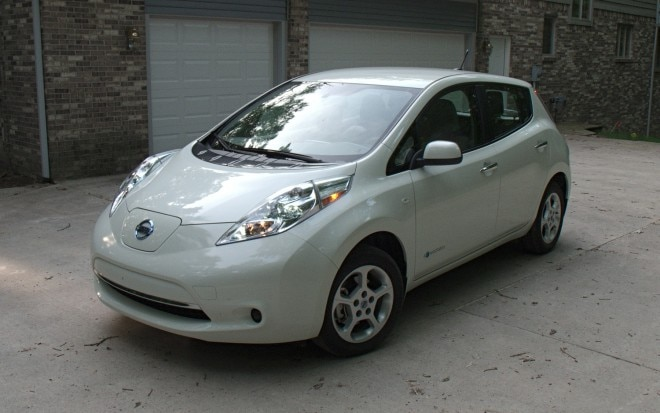 2011 Nissan Leaf Front Left View3 660x413