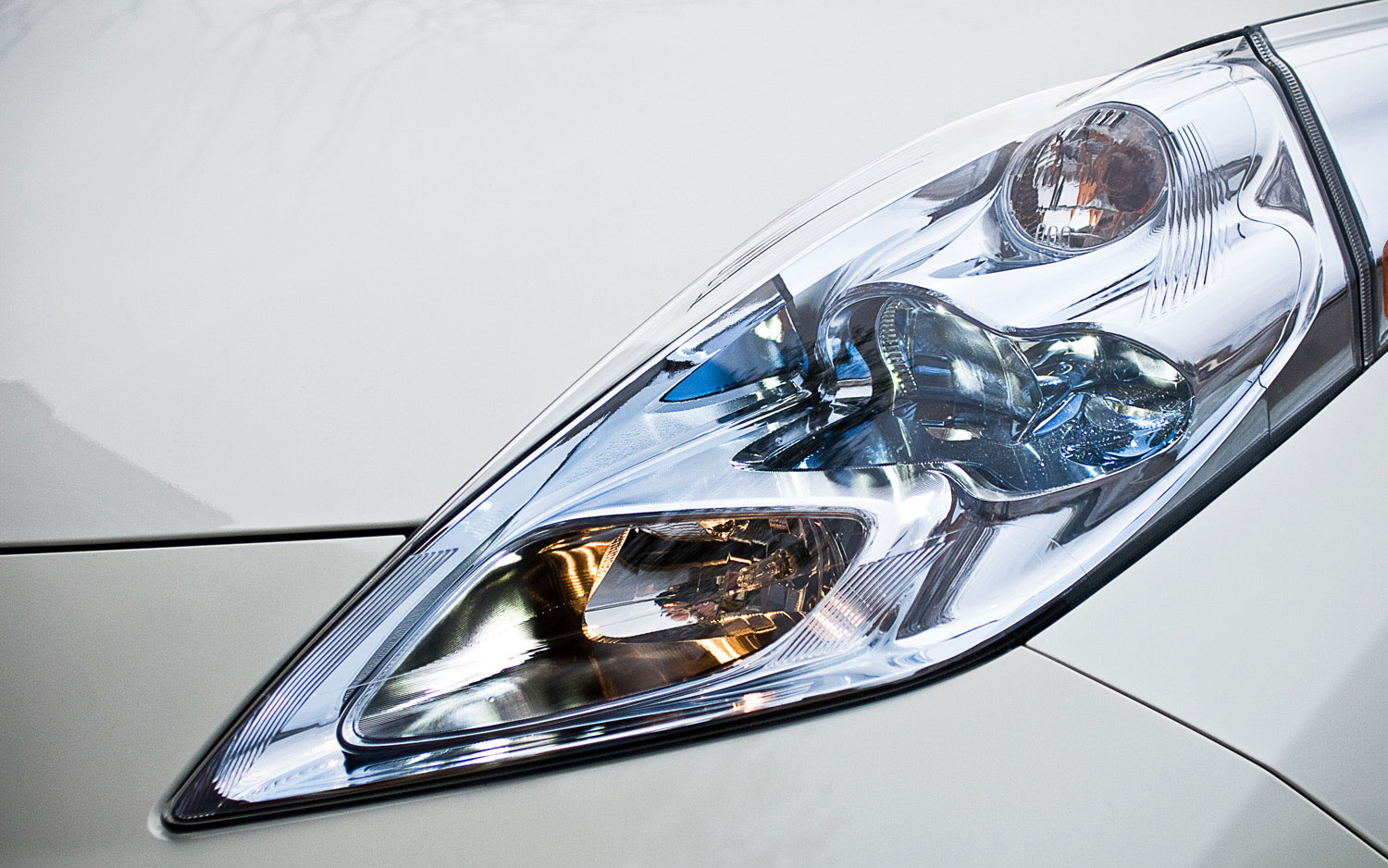 2011 nissan leaf its cool but i dont want one automobile having vanachro Choice Image