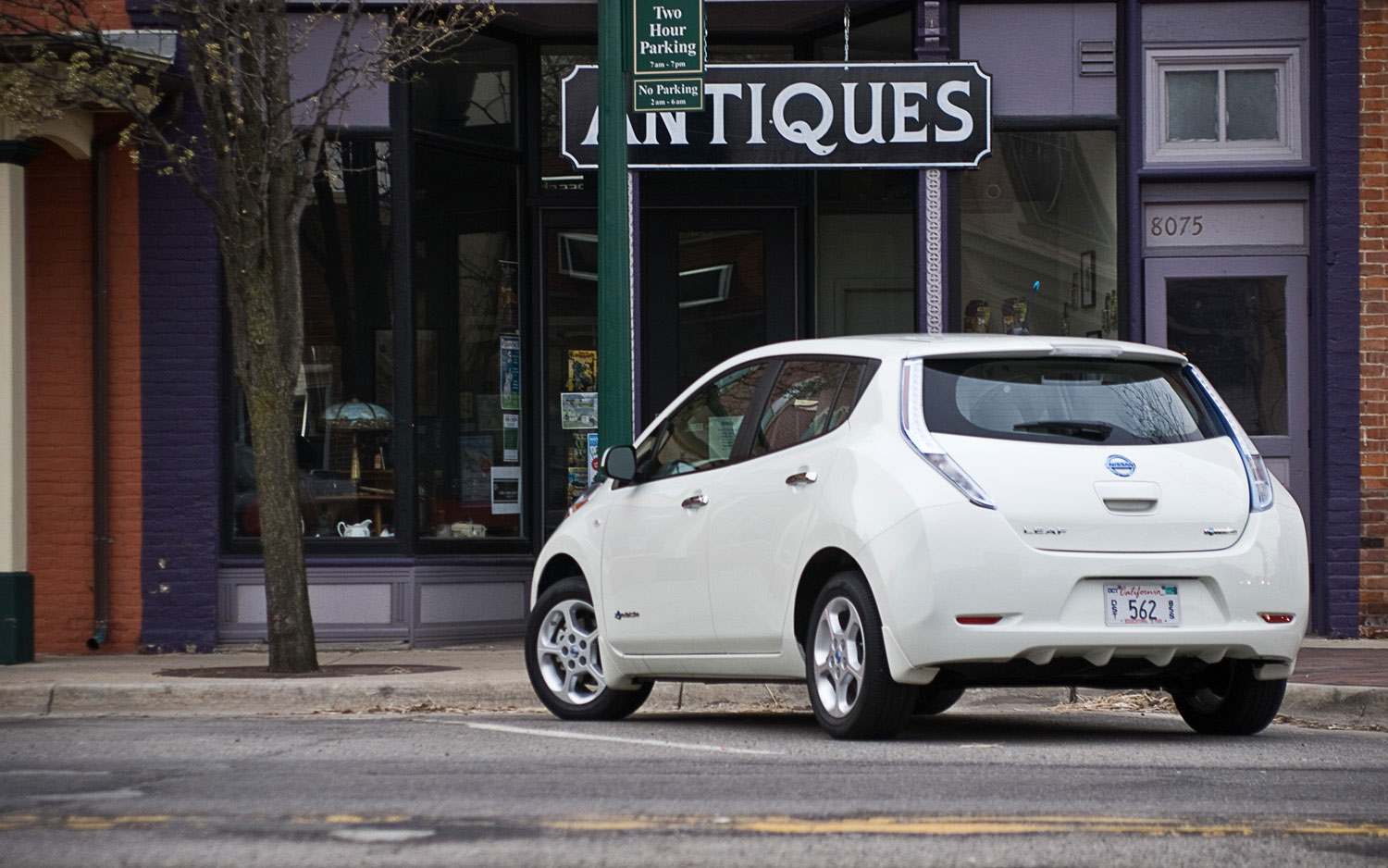 2011 nissan leaf its cool but i dont want one automobile considering the fact that leaf vanachro Choice Image