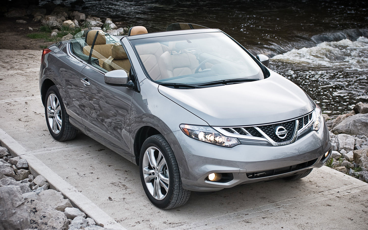 2011 Nissan Murano Crosscabriolet Awd Front Right View Parked2