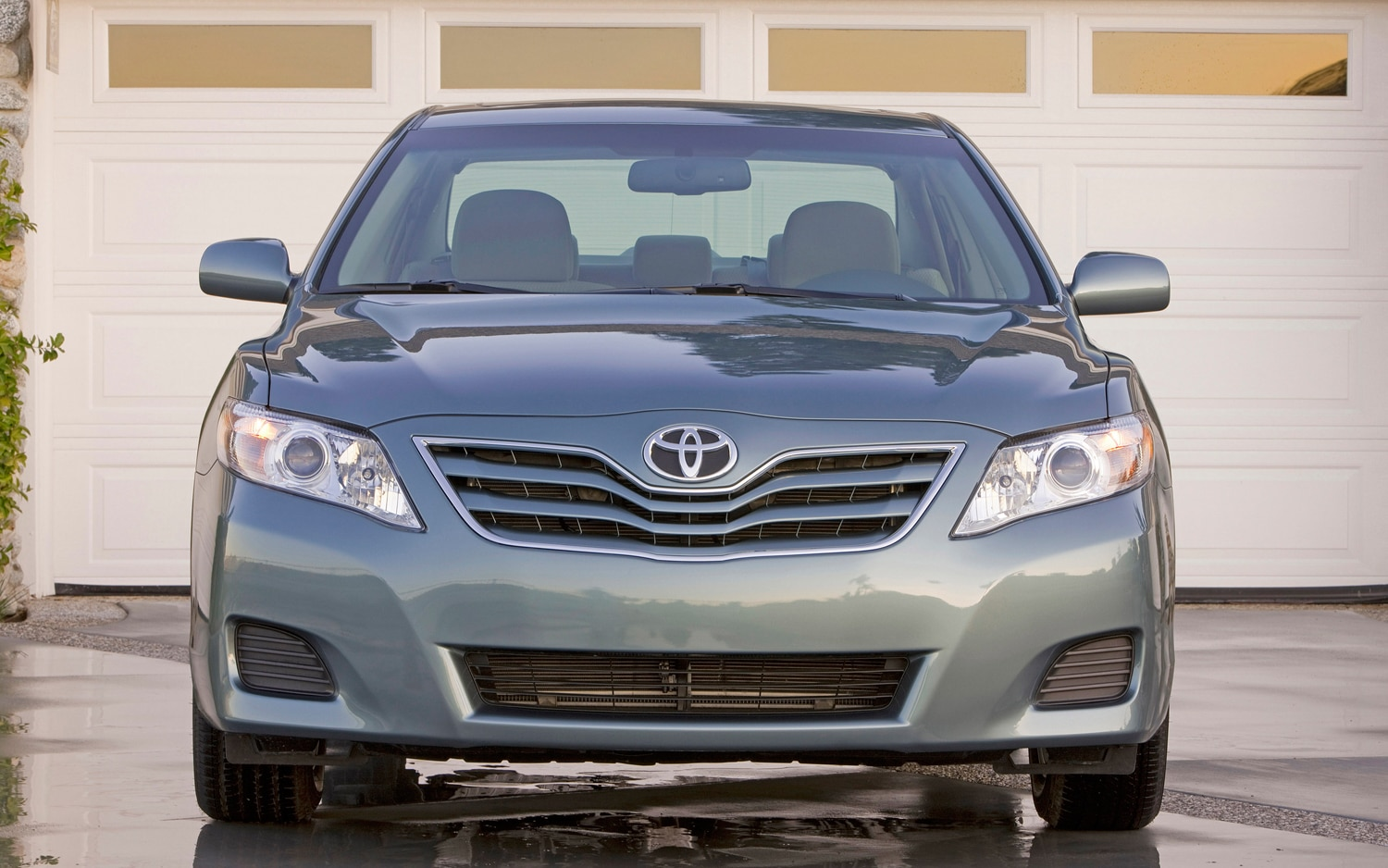 2011 Toyota Camry Front1