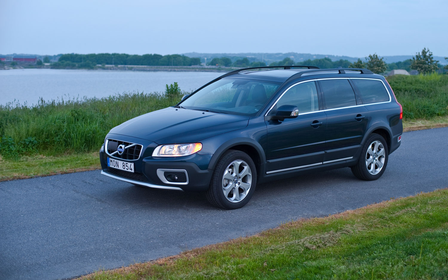 getting the axe volvo says goodbye to s40 and v50 for 2012. Black Bedroom Furniture Sets. Home Design Ideas