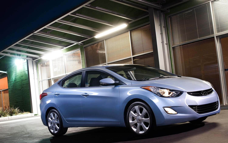 2012 Hyundai Elantra Limited Front Three Quarter1