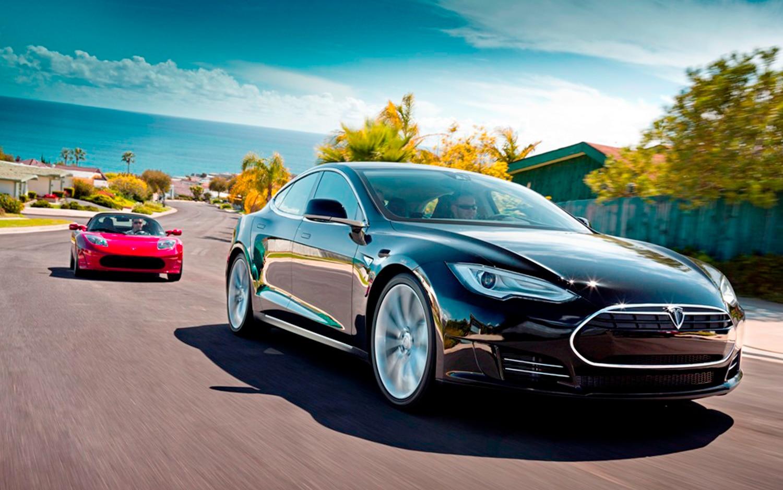 2012 Tesla Model S Telsa Roadster In Motion1