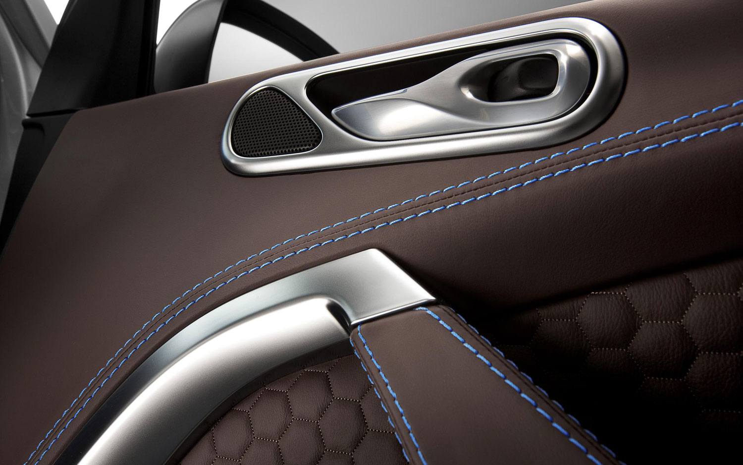 BMW Dealers In Ma >> French Fashion Icon Dresses-Up Aston Martin Cygnet