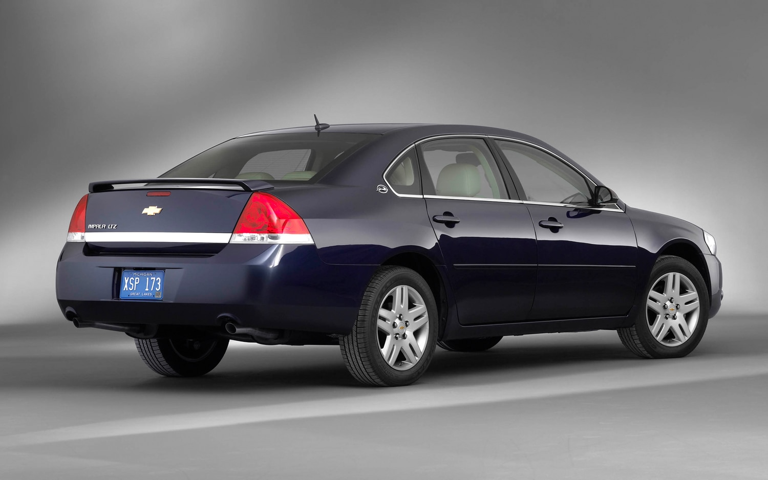 2007 Chevrolet Impala Ltz Rear Three Quarter1