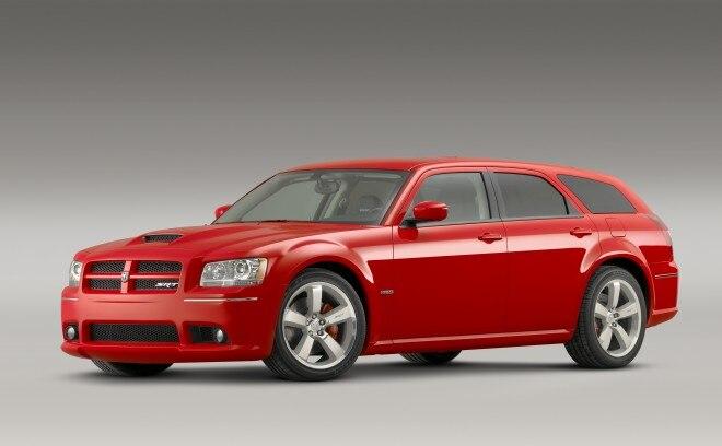 2008 Dodge Magnum SRT8 Front Three Quarters1 660x408