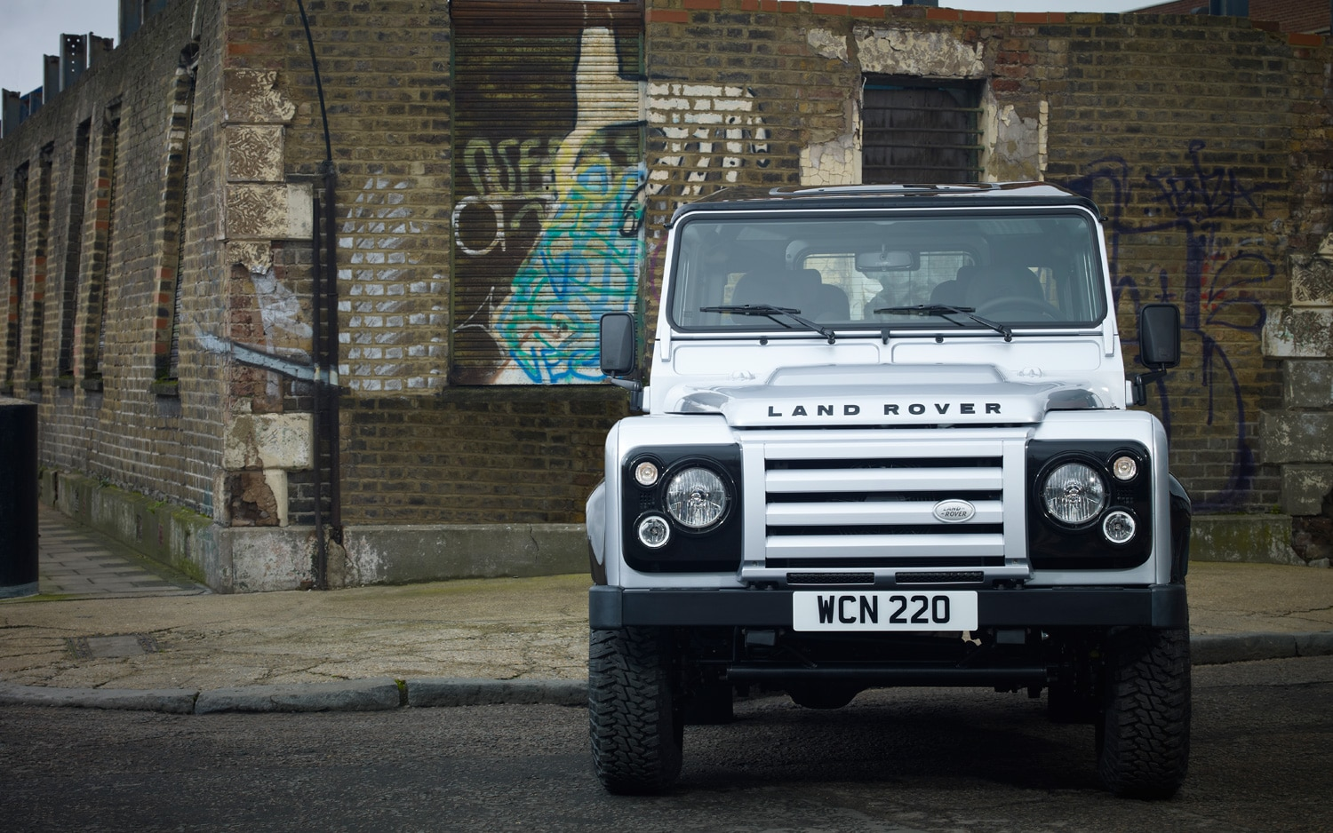 2010 Land Rover Defender 90 Special Edition Front View1