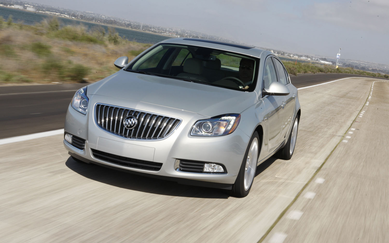 2011 Buick Regal Turbo Front Three Quarter1