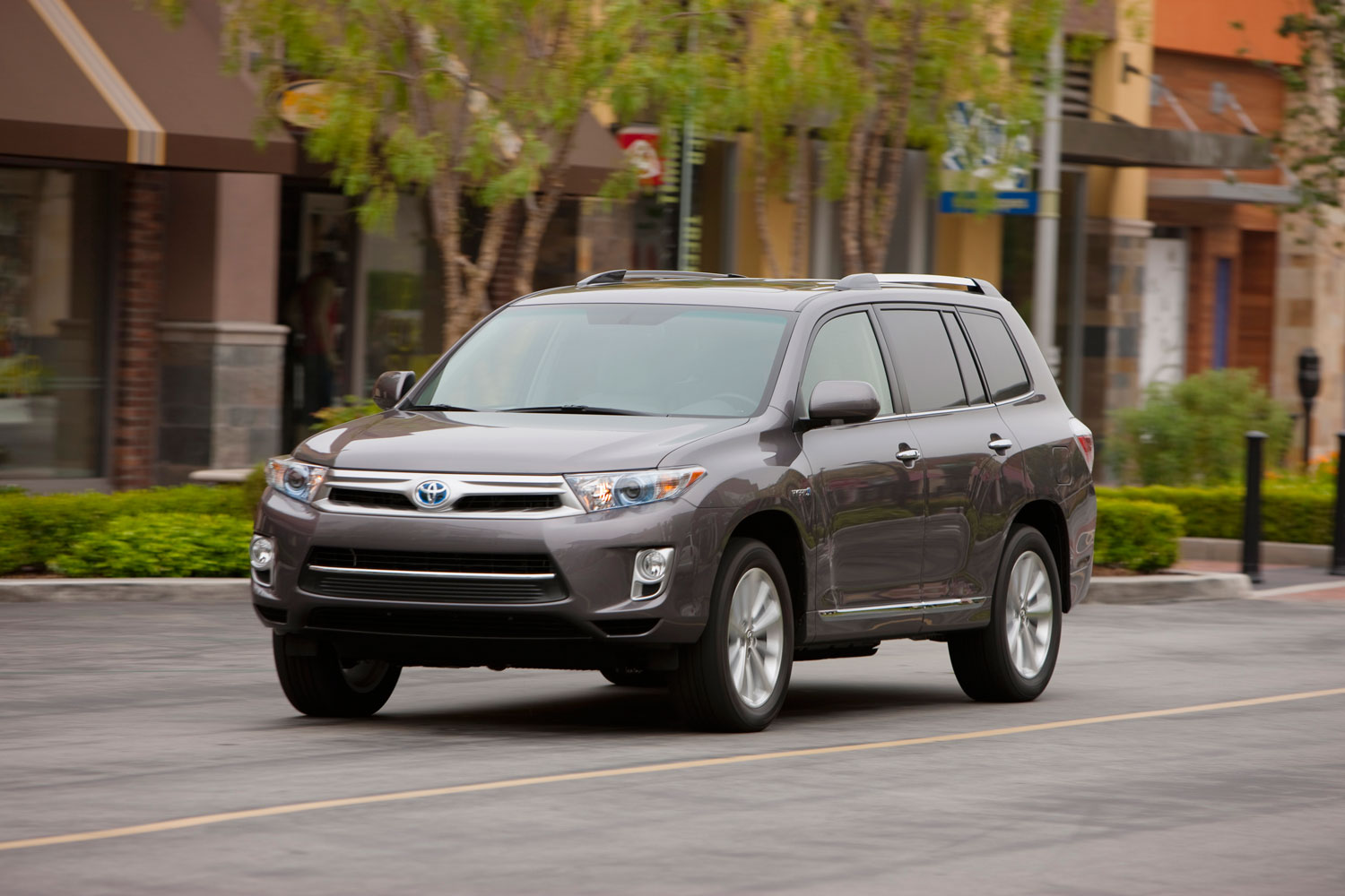 2011 Toyota Highlander Hybrid Front Three Quarter1
