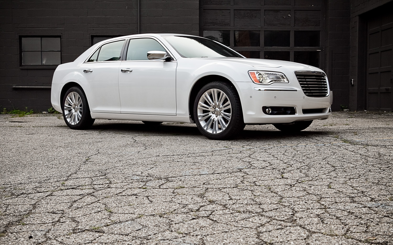 2011 Chrysler 300 Limited V 6 Front Right Side View1