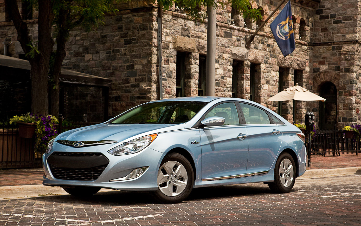 2011 Hyundai Sonata Hybrid Front Left Side View Parked2