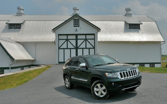 2011 Jeep Grand Cherokee Overland 4x4 Front Right View1 660x413