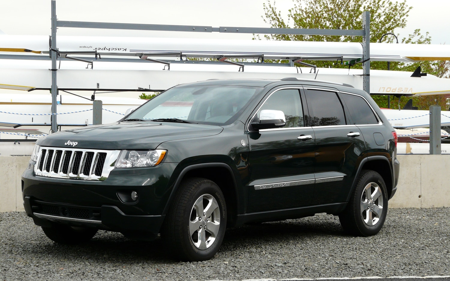 2011 jeep grand cherokee overland 4x4 four seasons. Black Bedroom Furniture Sets. Home Design Ideas
