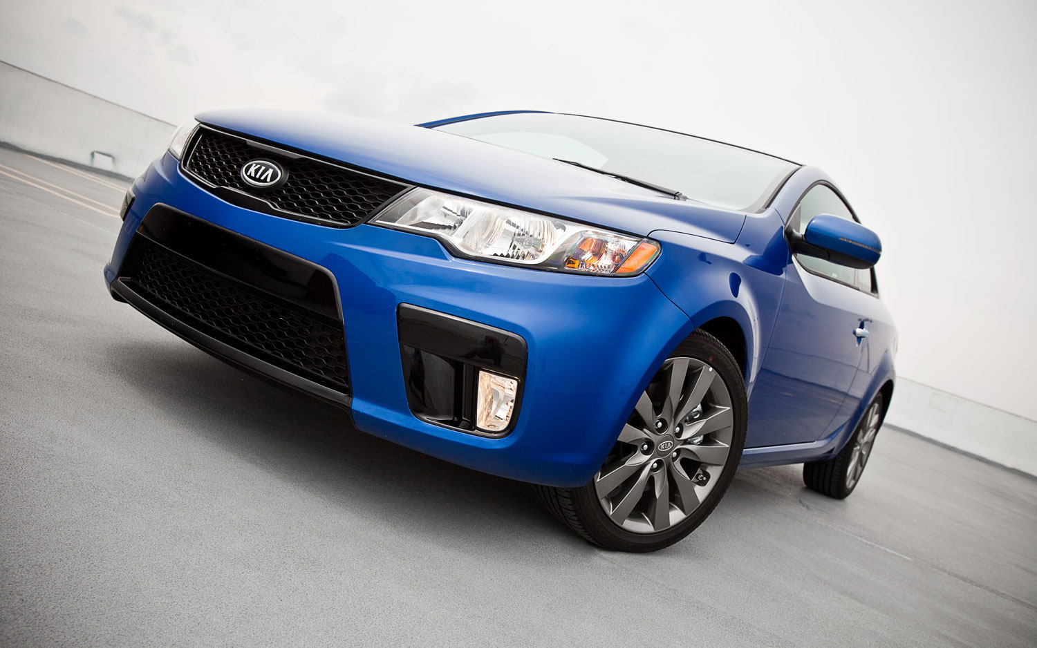 2011 Kia Forte Koup SX Front Slight Left View