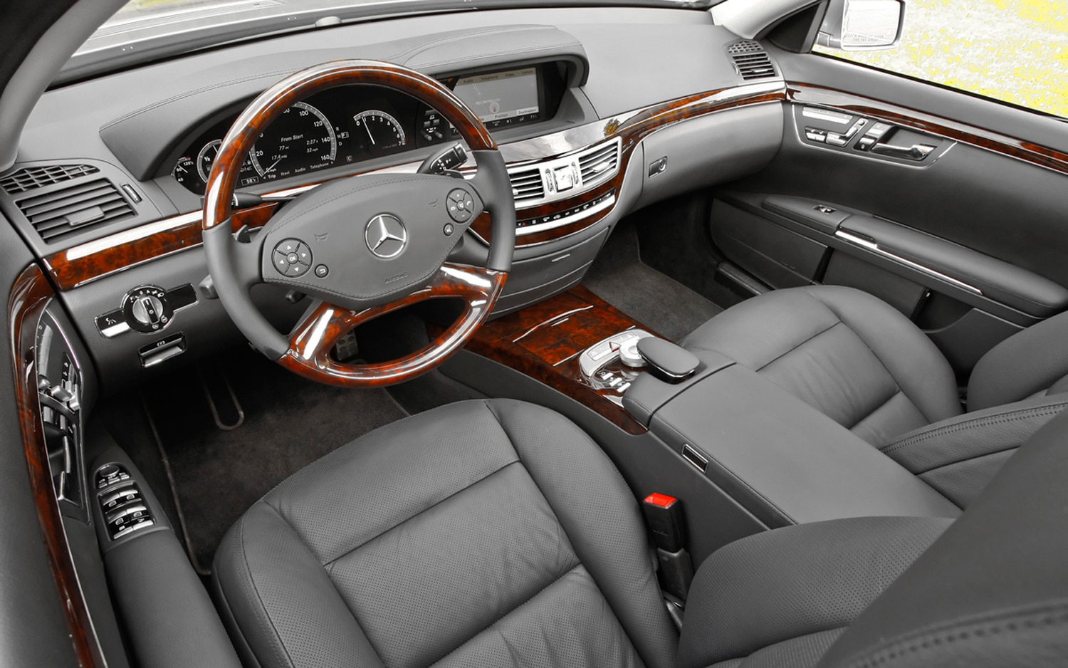 2011 mercedes benz s550 editors 39 notebook automobile for Mercedes benz interiors