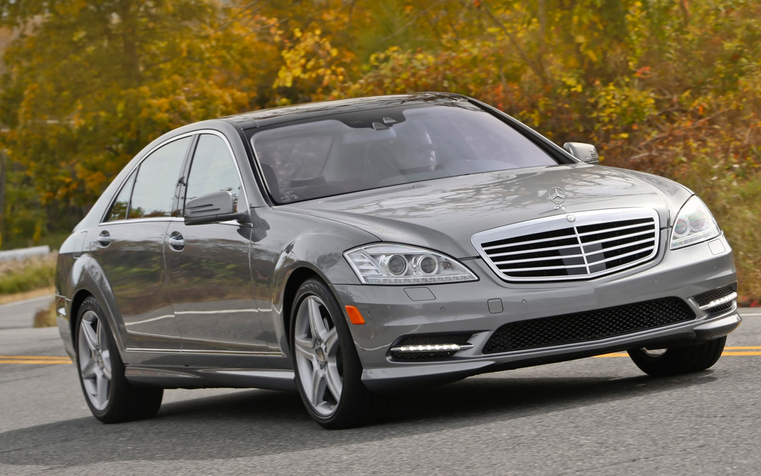 2011 Mercedes Benz S550 Front Right View2