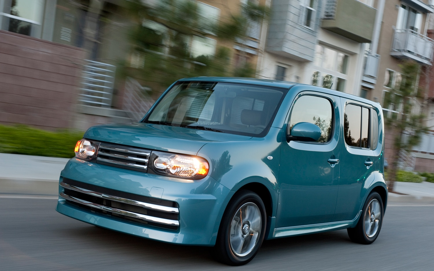 2011 Nissan Cube KROM Front Left View 3