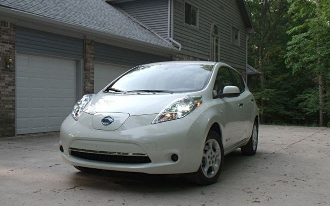 2011 Nissan Leaf Front Three Quarter31 660x413